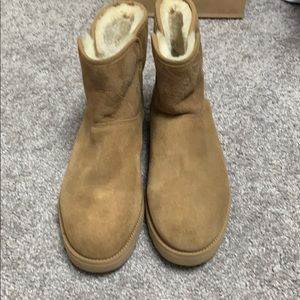 Shoes - Women's never worn Ugg boots